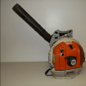 The Advantages of Using a Leaf Blower for Yard work - Lawrence Tool Rental Inc.