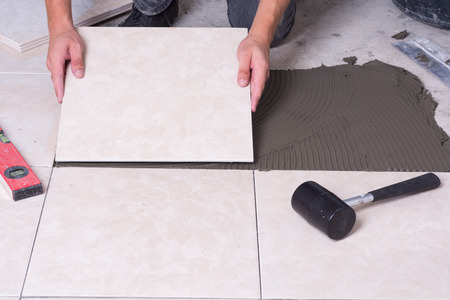 How to Choose Between Vinyl and Ceramic Floor Tiles